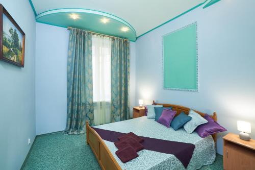 Ліжко або ліжка в номері Warm and Bеаutiful Apartments on Kotliara Street