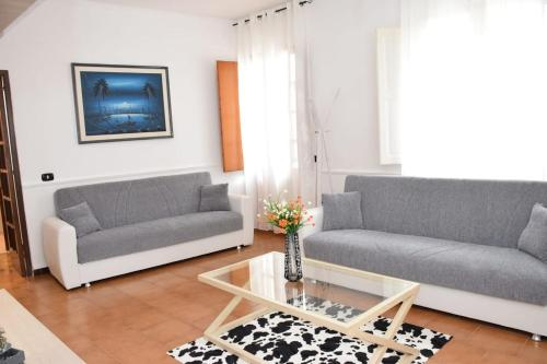 A seating area at Tonia's mansion - Free airport pick-up