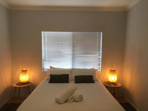 A bed or beds in a room at Acacia Holiday & Business Stay
