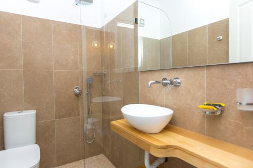 A bathroom at Hotel Semeli