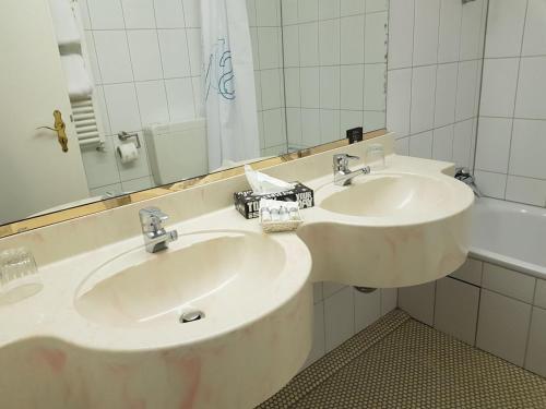 Ein Badezimmer in der Unterkunft Parkhotel Deutsches Haus