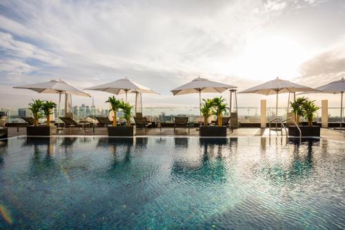 Piscine de l'établissement The Canvas Hotel Dubai – MGallery ou située à proximité