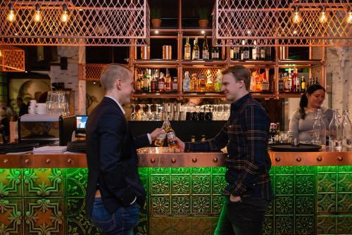 The lounge or bar area at Break Sokos Hotel Vuokatti
