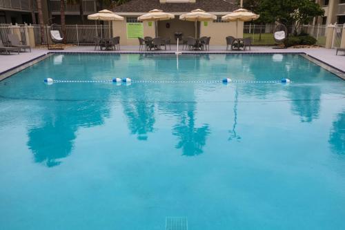 A piscina localizada em GreenPoint Hotel Kissimmee ou nos arredores