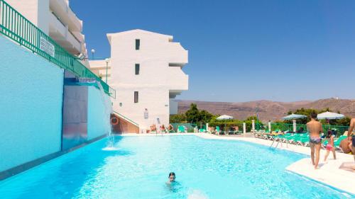 Het zwembad bij of vlak bij Apartamentos Monteparaiso