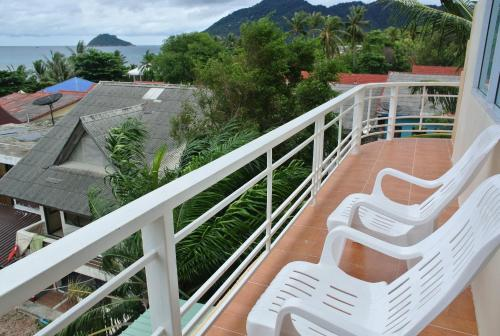 A balcony or terrace at Jom Thong Guesthouse