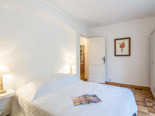 A bed or beds in a room at Holiday Home Le Pilon