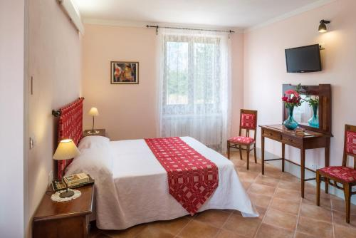 A bed or beds in a room at La Valle di Monna Lisa