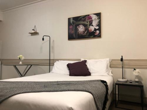 A bed or beds in a room at Beaumont Kew Apartments