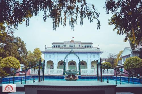 The swimming pool at or close to Hotel Diggi Palace