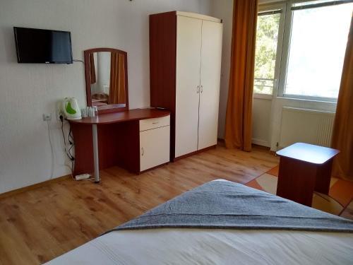 Кровать или кровати в номере Michel Hotel