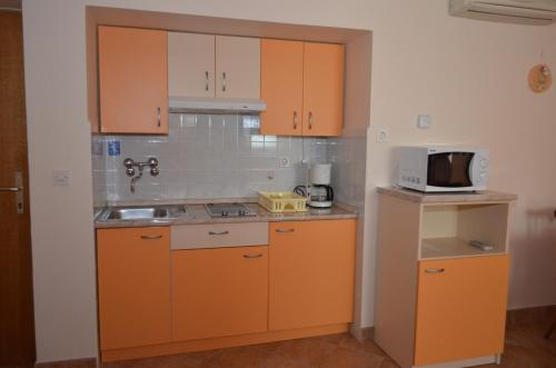 A kitchen or kitchenette at Apartments Anci