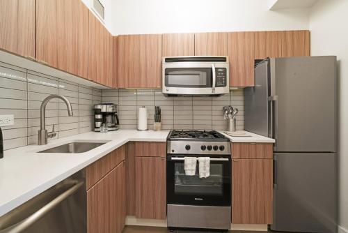 A kitchen or kitchenette at The Beekman Tower