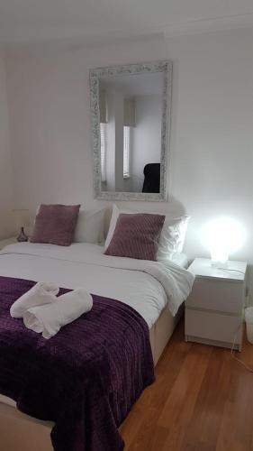Un ou plusieurs lits dans un hébergement de l'établissement The Marylebone Apartment