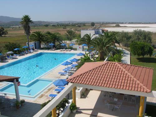 Ein Blick auf den Pool von der Unterkunft Hotel Tigaki's Star oder aus der Nähe