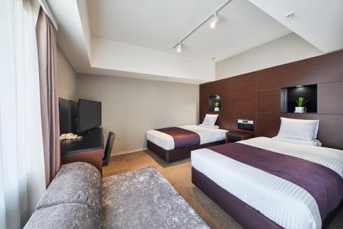 Tempat tidur dalam kamar di HOTEL MYSTAYS Shimizu