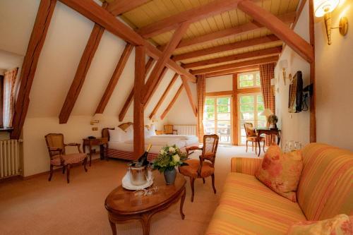 Ein Sitzbereich in der Unterkunft Landhotel der Schafhof Amorbach
