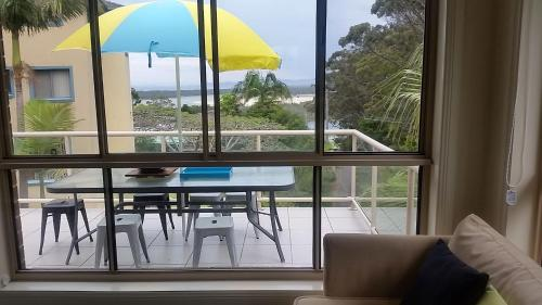 A view of the pool at Nambucca Beach House or nearby