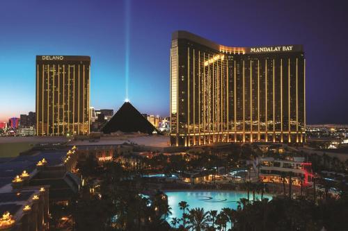 mandalay bay resort and casino booking.com