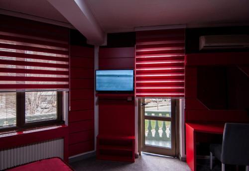 TV i/ili multimedijalni sistem u objektu Guesthouse Villa Modex