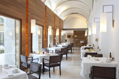 Un restaurante o sitio para comer en Parador de Alcalá de Henares