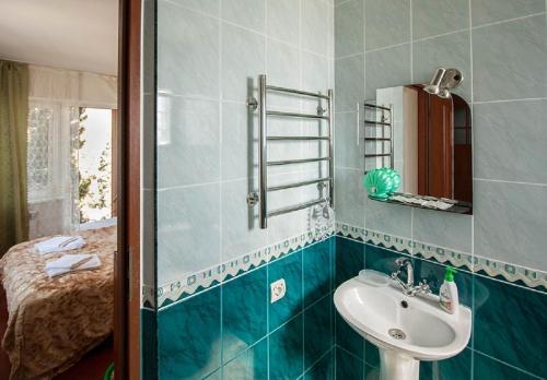 A bathroom at Guest House Y Viktorii