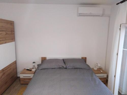 A bed or beds in a room at Apartments Nediljko & Mila