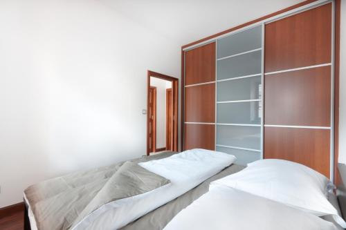 A bed or beds in a room at Charming Apartment Andel