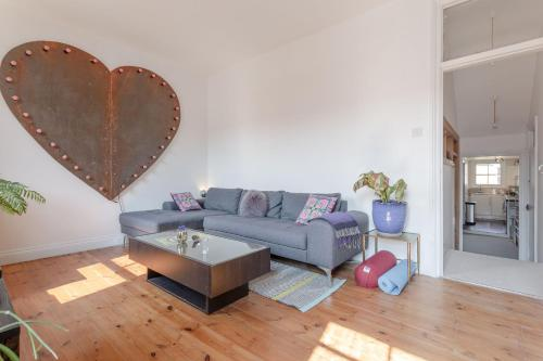 A seating area at Stylish 1 Bedroom Flat in Stoke Newington