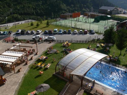 A view of the pool at Hotel Montarto or nearby