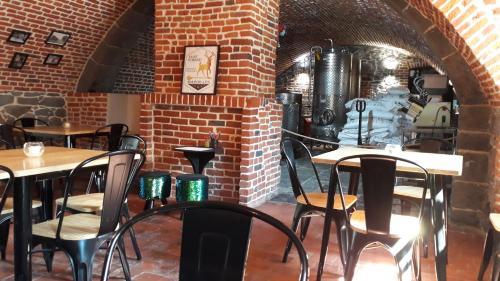 Restaurant ou autre lieu de restauration dans l'établissement L'arrière boutique