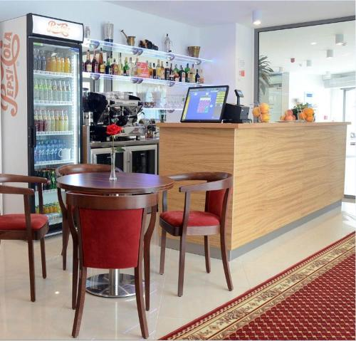 Lounge alebo bar v ubytovaní Hotel Bélier
