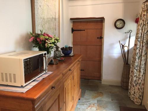 A kitchen or kitchenette at The Hintons