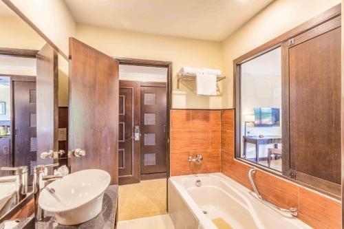 A bathroom at Camar Resort Langkawi