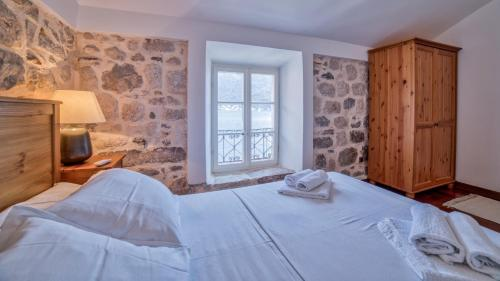 A bed or beds in a room at Beachfront Villa Perast