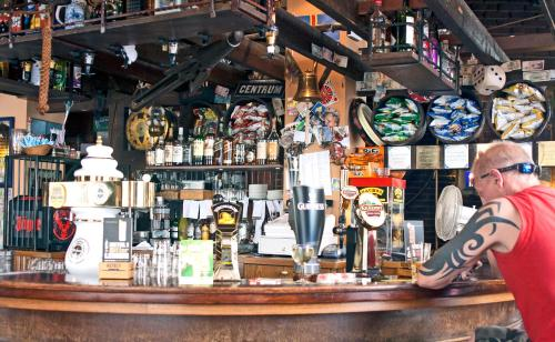 De lounge of bar bij Hotel Internationaal