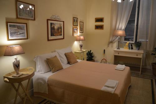 A bed or beds in a room at Paola A Trastevere