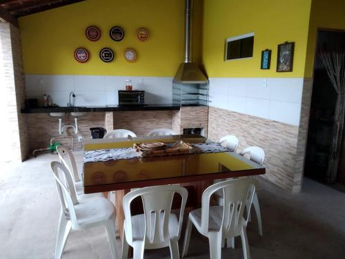 A kitchen or kitchenette at Casa residencial