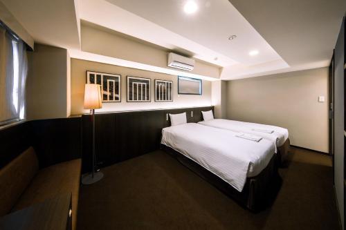 京都糸屋酒店房間的床