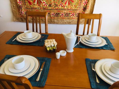 Un restaurante o sitio para comer en Charming apart (2 rooms) no Parque das nações -100m2