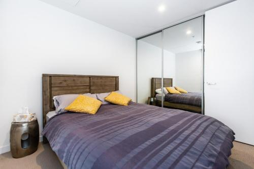 A bed or beds in a room at CHIC South Yarra Apartments close to Chapel St