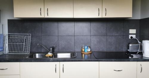 A kitchen or kitchenette at Lockleigh Park