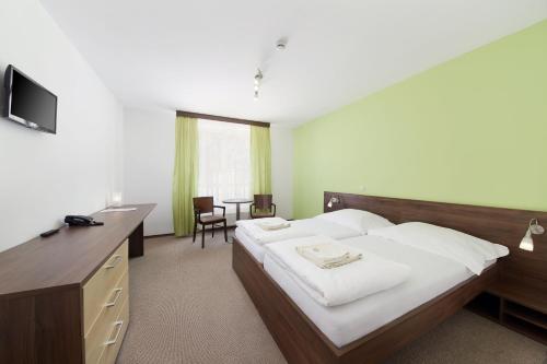 Posteľ alebo postele v izbe v ubytovaní Wellness hotel Javorník