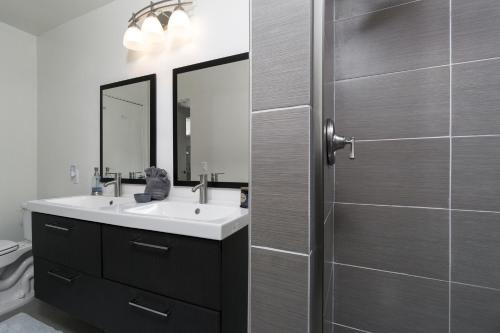 A bathroom at Upscale Palm Springs Corner Lot Home
