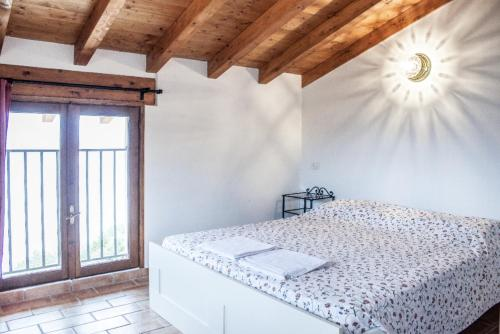 A bed or beds in a room at Agriturismo Madonna Dei Ceppi