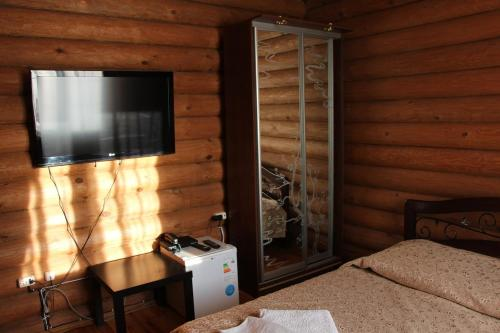 A television and/or entertainment center at Leis