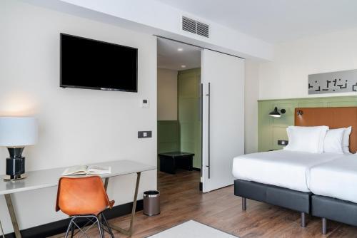 A bed or beds in a room at Vincci Consulado de Bilbao