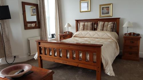 A bed or beds in a room at Carlill Guesthouse