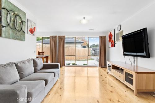A seating area at Maroondah 3 Bedroom house in Kilsyth
