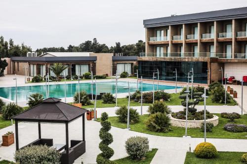 Uma vista da piscina em SHANI Hotel & Villas ou nos arredores